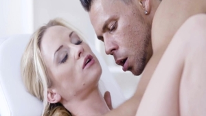 Young blonde Vinna Reed goes in for good fucking