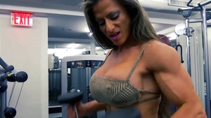 Sexy MILF does what shes told at the gym