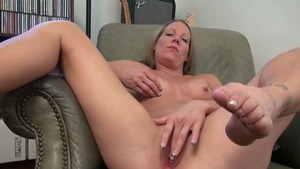 Alyssa Dutch sexy amateur masturbating solo