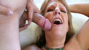Loud sex escorted by mature