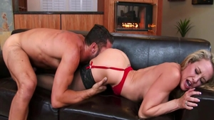 Busty american blonde haired Brandi Love agrees to blowjobs