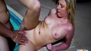 Dixie Lynn pussy eating in the pool