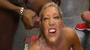 Super sexy babe Lexi Lowe hardcore pussy eating in a shop