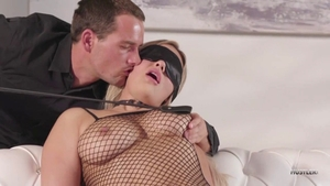 Natural & perfect body Kylie Page blindfolded