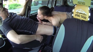 Amateur Samantha Bee plowed hard in the taxi
