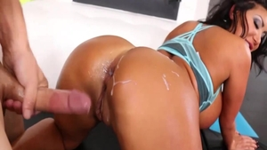 Babe August Taylor fucks with huge dildo