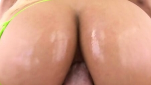 Big butt blonde babe craving the best sex