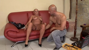 Booty mature finds pleasure in slamming hard in HD
