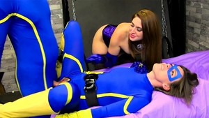 Threesome next to in latex in HD