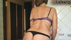 Very sexy housewife softcore seduced live on cam