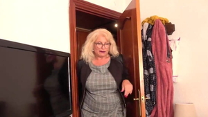 Curvy spanish in stockings HD
