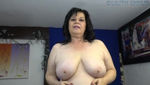 Solo chubby MILF stroking
