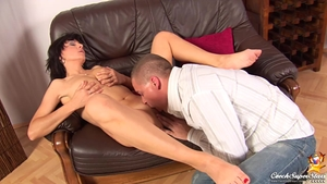 Shaved czech babe agrees to hard raw sex