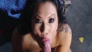 Receiving facial cum loads together with sexy babe